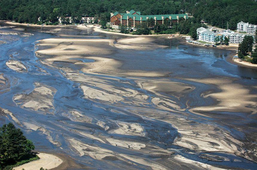 1024px-Lake_Delton_drained_FEMA_aerial_image