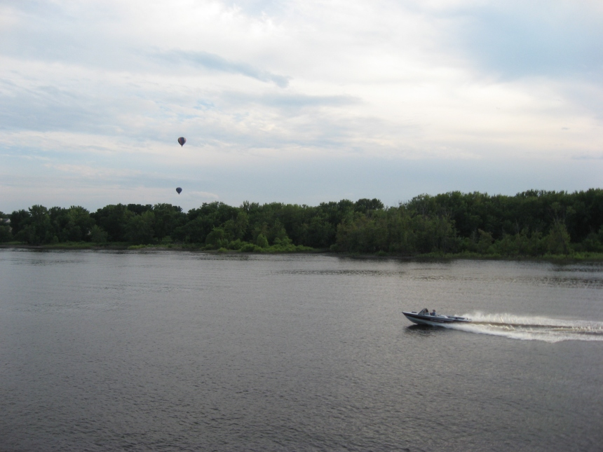 speedboat-balloons